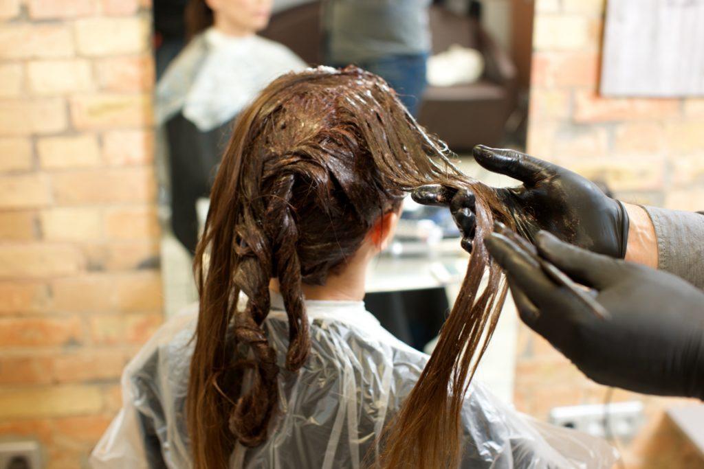 髪を染める